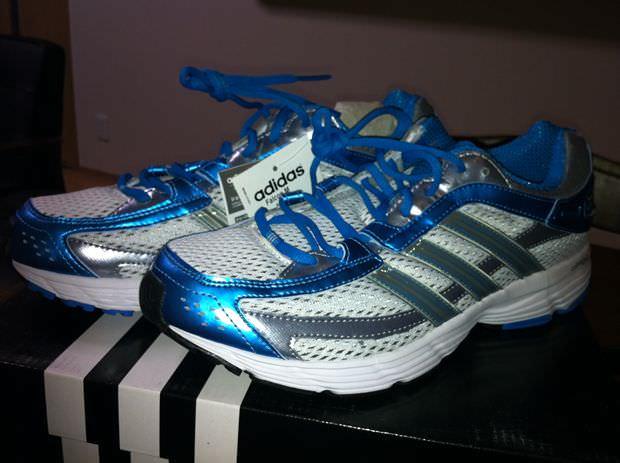 最近久しぶりに運動靴を購入し、以前の前田のブログにもあったように自分も... 青い運動靴(福田